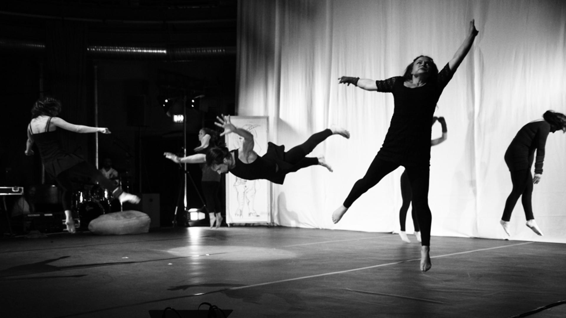 Matthias-Markstein-Kooperationen-Mondstaub-Körper-Choreografie-Foto-Reinhard-Riedel