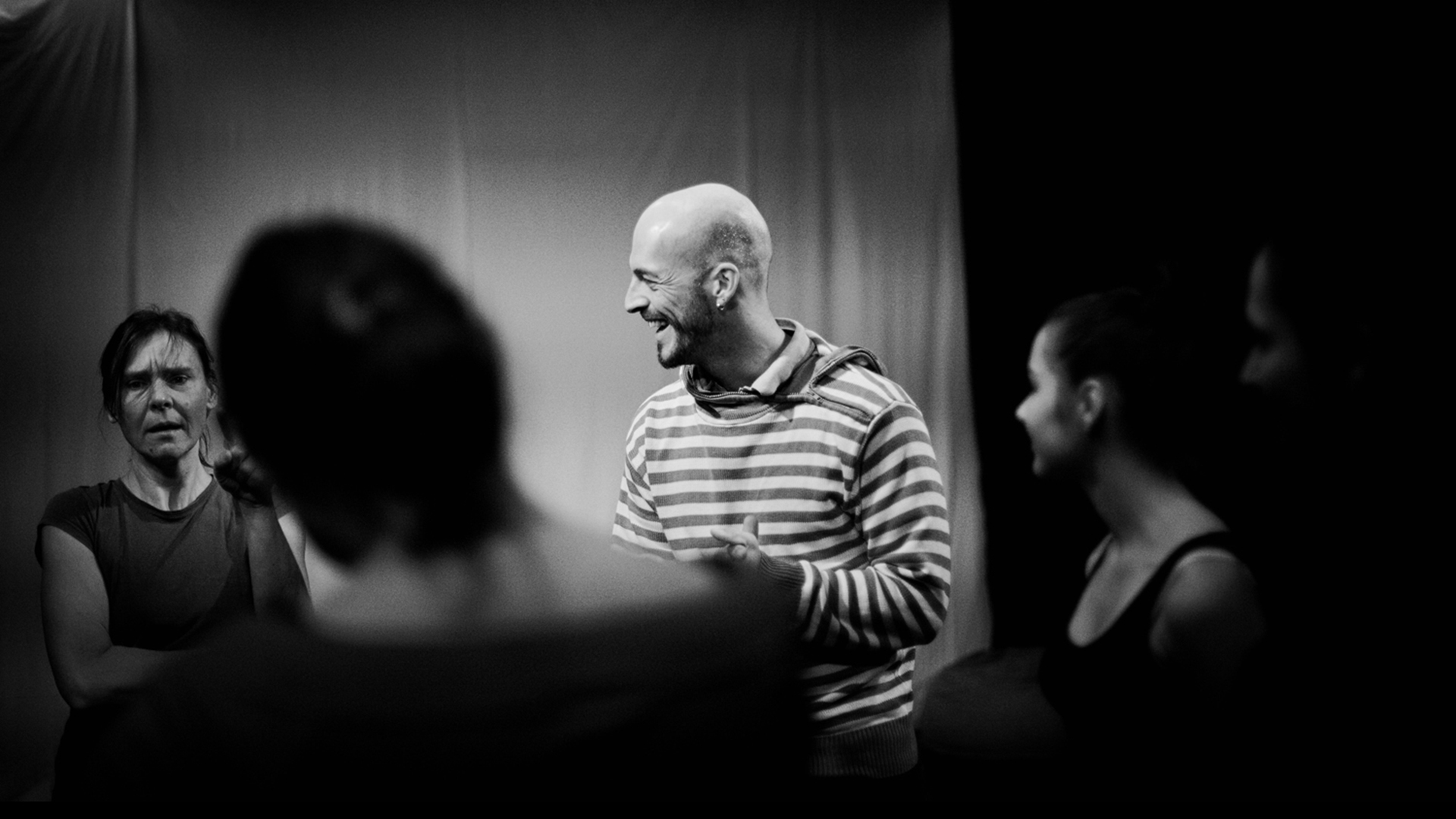 Matthias-Markstein-Kooperationen-Mondstaub-Körper-Choreografie-Probe-Foto-Franziska-Barth